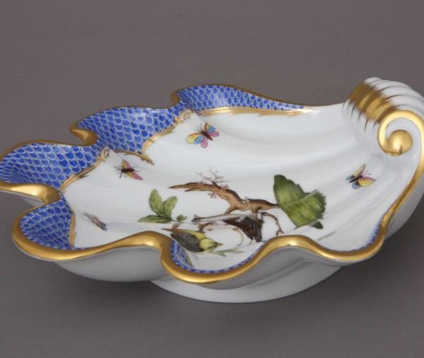 Shell - Rothschild Bird Blue Fishnet 07521-RO-EB Great gift for any occasion. Shell decor dish hand-painted with classic Herend decor with a modern twist